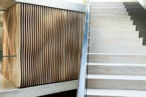 Bygget arkitektegnet lyddempingskasse og trapp