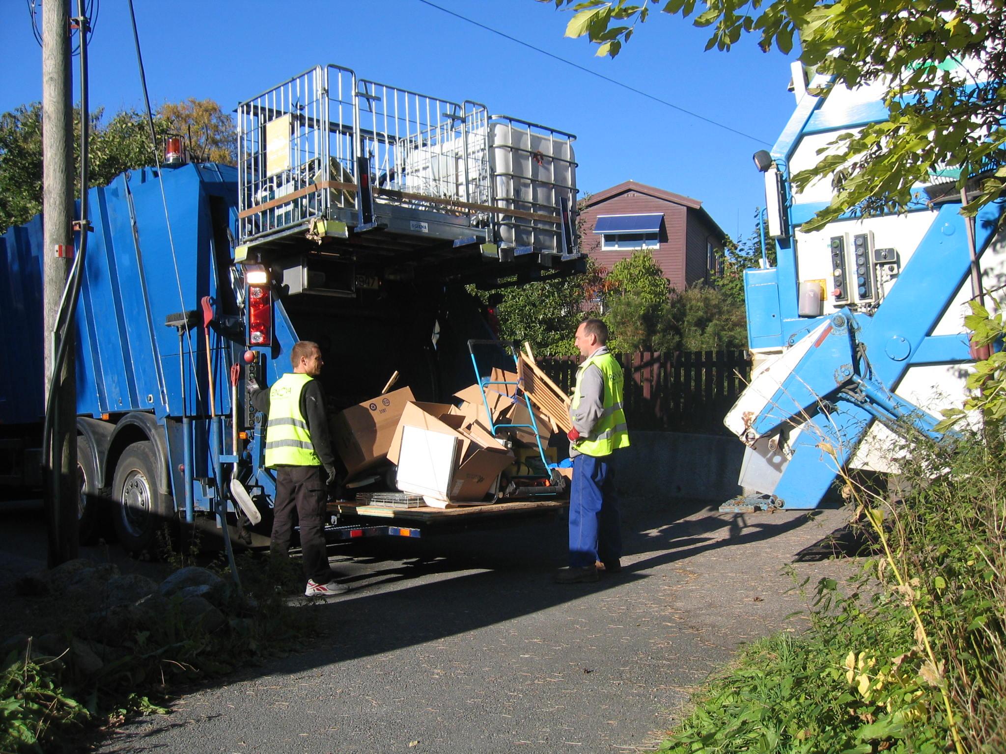 Her kjører vi bort avfall og skrot, som har ligget i sekk eller løst. Enklere og billigere for kunden.