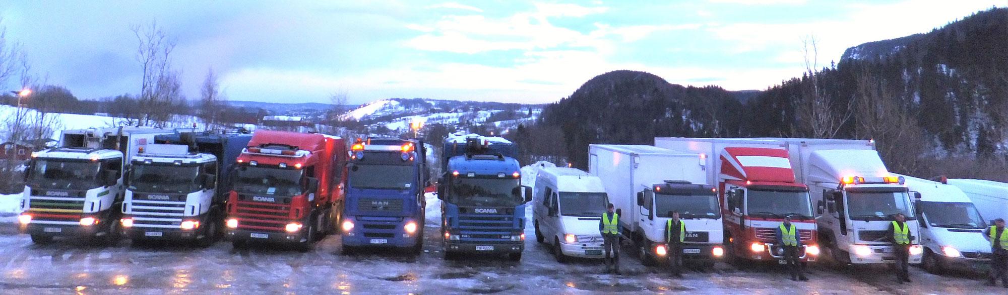 Her er noen av Renova sine biler og mannskaper, klare for avreise, tidlig en vintermorgen.